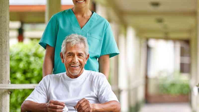 Auxiliares de Gerontología y Enfermería